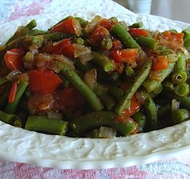Green Beans with Tomato and Onion Sauce