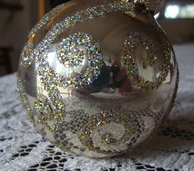 DIY Glitter Christmas Ball Ornament