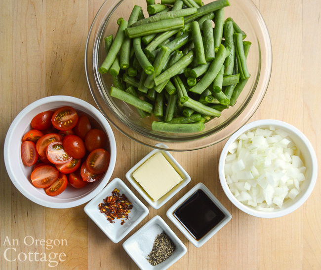 Green beans-caramelized onions-tomatoes ingredients
