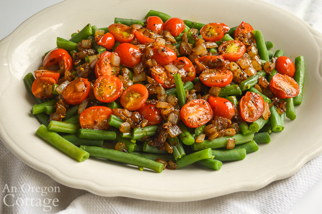 Green beans-caramelized onions-tomatoes platter