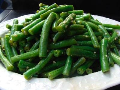 garlic green beans in bowl