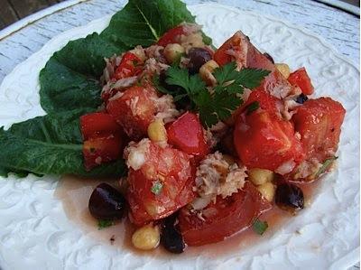 Greek tuna-tomato salad