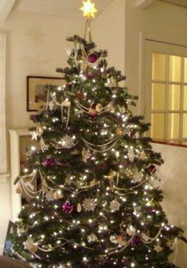 2010 Metallic and purple Christmas Tree