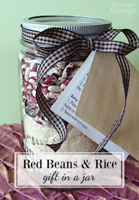 Red Beans and Rice Gift in a Jar makes a great last minute gift for holidays and more. #masonjar #recipe