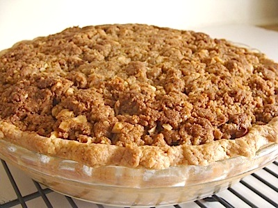 Crumb-topped apple pie