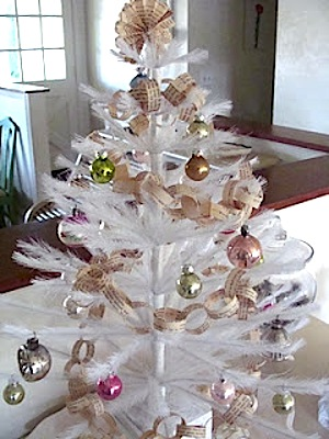 Christmas theme vintage book page ornaments decorations for Christmas tree made from old books