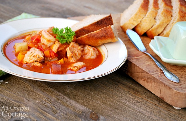 tomato seafood stew with bread