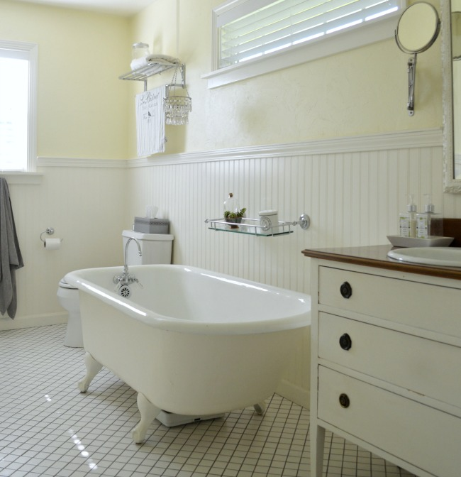 Cottage-Farmhouse Master Bath with clawfoot tub