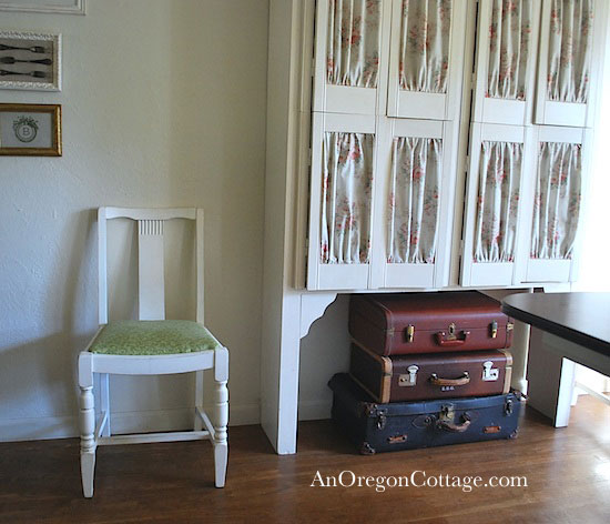 dining-room-vintage-suitcases