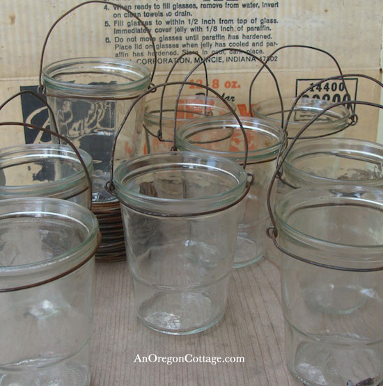 jelly-jars-with-bail-wire-handles