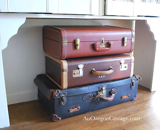 Using Vintage Suitcases - An Oregon Cottage