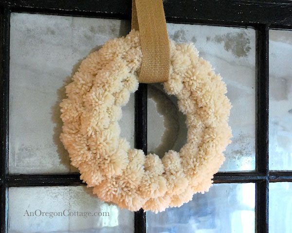Wool-Pom-Pom-Wreath