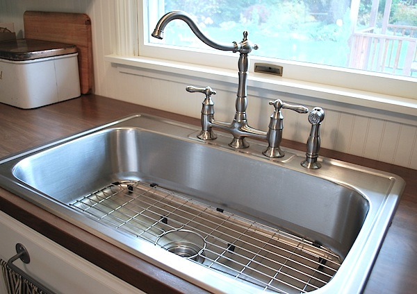 single sink and farmhouse faucet