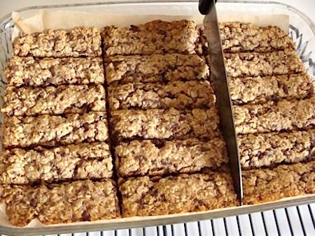 Healthy baked granola bars
