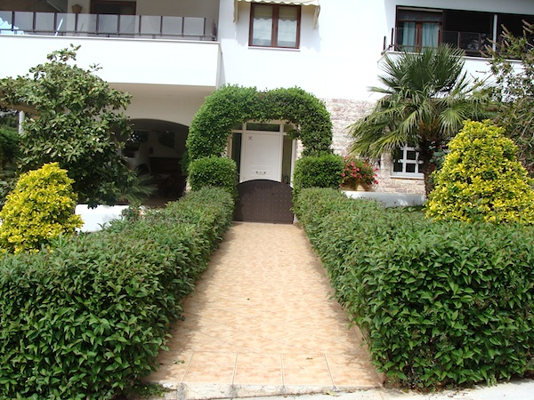 hedge-arch front walk