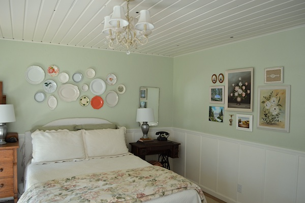 Plate wall and thrift art wall- An Oregon Cottage