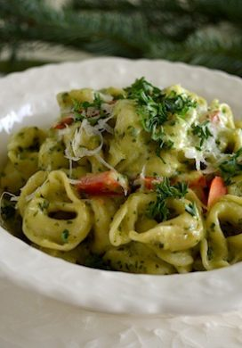 Creamy Pesto Tortellini with Red Peppers