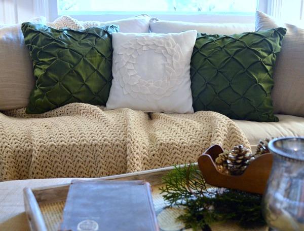 No-Sew DIY Felt Wreath Pillow for Christmas decor