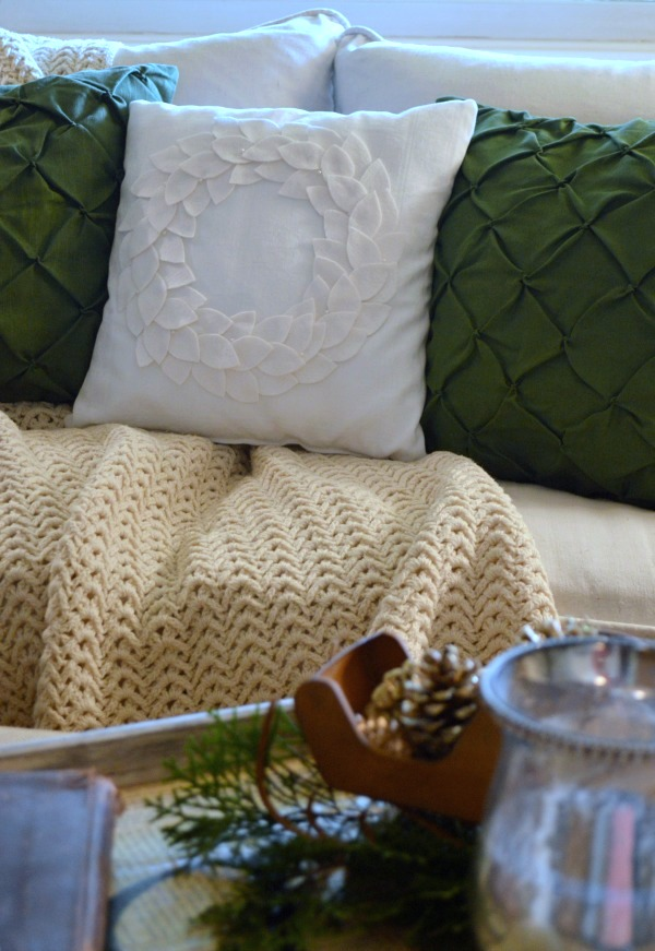 No-Sew DIY Felt Wreath Pillow for Christmas and winter decor