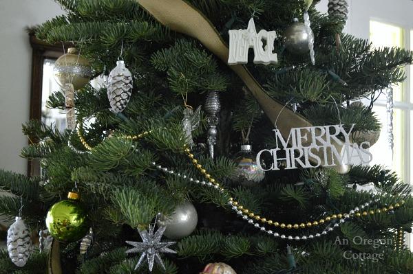 Cottage Christmas White-Metalic Tree