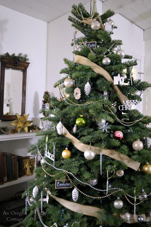 White-Metalic-Burlap Tree