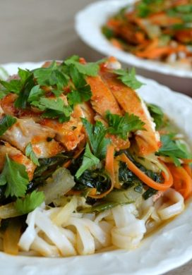 Sriracha Chicken Noodle Bowls with Spinach and Carrots