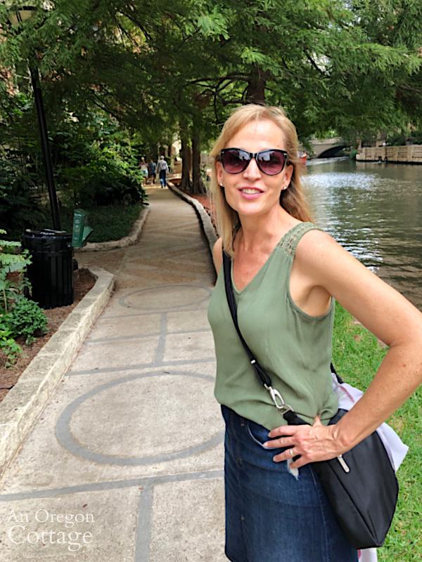 Jami at San Antonio riverwalk-2019