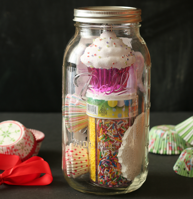 Cupcake-Kit-Gift-in-a-Jar-via-Cupcakes-and-Crinoline
