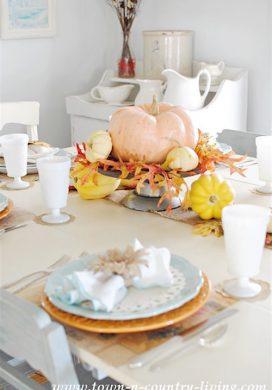 Beautiful & Unique Thanksgiving Tablescapes