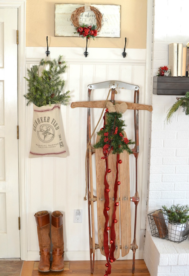 vintage christmas sled decor via little vintage nest