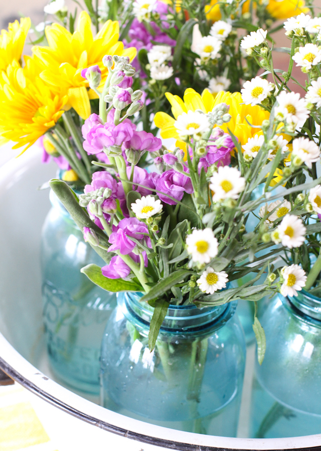 Simple farmhouse spring centerpiece at Creative Cain Cabin