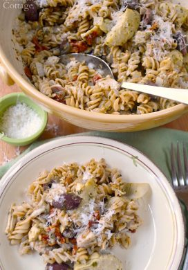 Mediterranean Chicken Pesto Pasta-family favorite