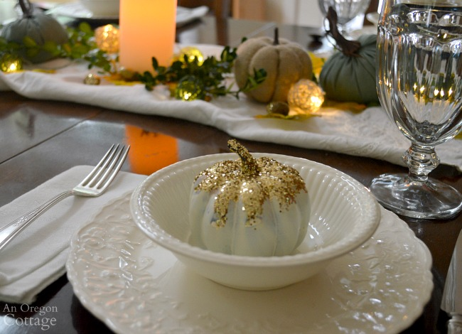 Simple fall table-gold glittered pumpkin
