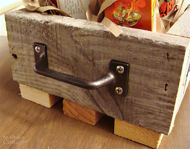 Simple DIY wooden box handle