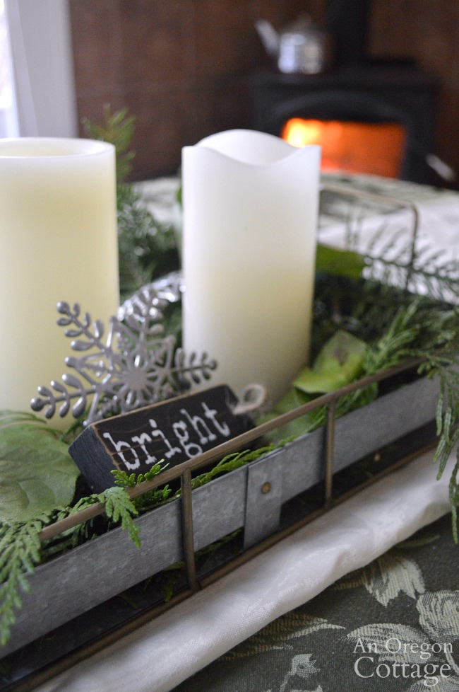 Galvanized tray christmas centerpiece with candles and greenery. #christmasdecor