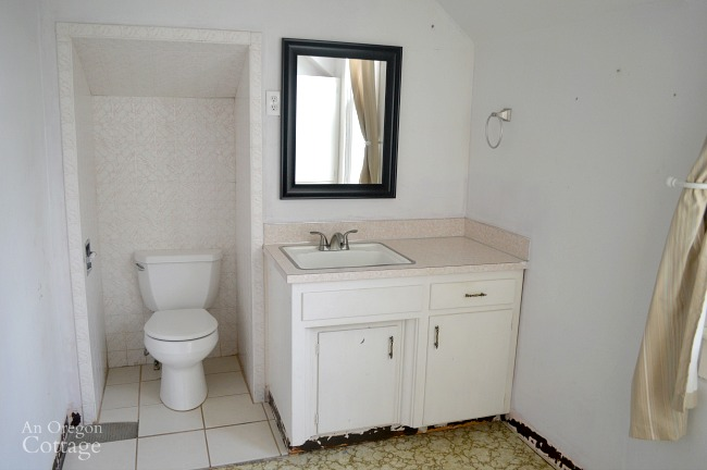 Farmhouse Fixer upstairs bath
