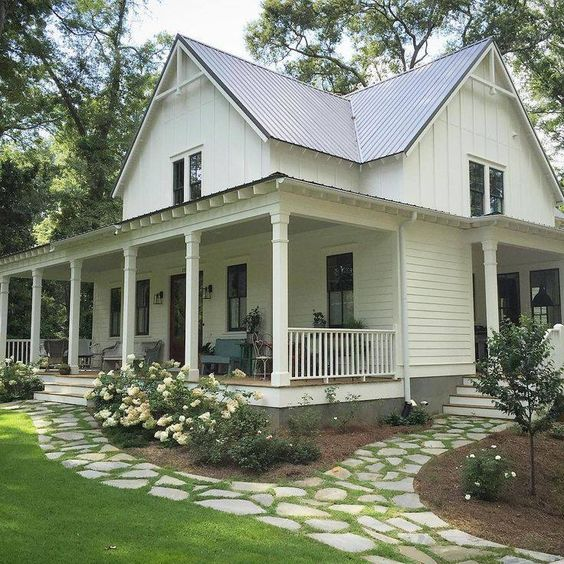 2 sidings on 2-story farmhouse-sourthernliving