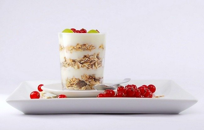 Yogurt granola breakfast