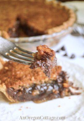chocolate chip walnut pie-featured
