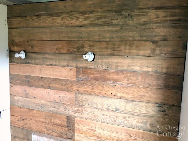 reclaimed wood wall-bath