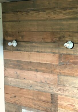 reclaimed wood wall-bathroom