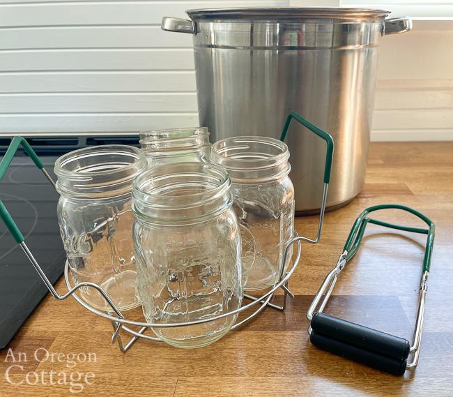 water bath canning stockpot-jars in rack